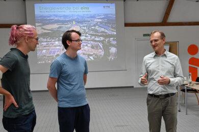 Umweltaktivisten zu Gast bei Eins Energie: Jonathan Sacht (von links), Toni Späth, Eins-Chef Roland Warner und Mika Eckhardt.