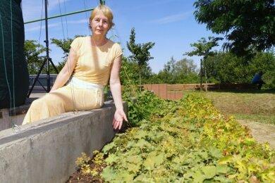 Petra Belgard ärgert sich: Ein Großteil der Hopfenpflanzen an der Bühne ist spurlos verschwunden.
