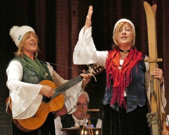 Ulrike Wingenbach (l.) und Konstanze Neu-Müller sind das Hessische Erzgebirgsduo, hier bei einem TV-Auftritt.