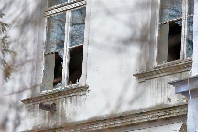 Bei dem Einbruch ins ehemalige Freiberger Schützenhaus wurden zahlreiche Scheiben zerstört.