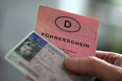 Das Verkehrsministerium hat Autofahrer in Sachsen an den vorgeschriebenen Umtausch von Führerscheinen erinnert, die vor dem 19. Januar 2013 ausgestellt wurden.