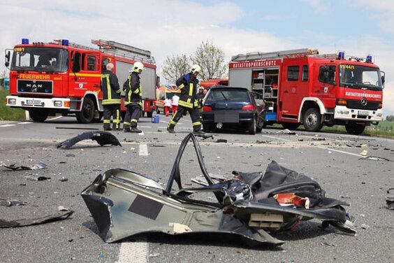 Aue: Ein Toter und zwei Verletzte bei Unfall auf Autobahnzubringer