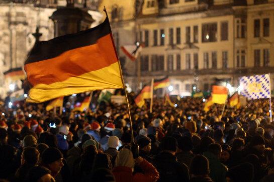 """17.500 Menschen bei """"Pegida""""-Demo in Dresden"""