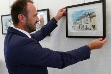 Thomas Stanzel vor dem Bild der alten Posthalterei.