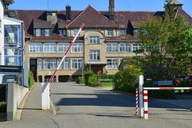 """Das frühere """"Bettenhaus 2"""" des Krankenhauses in Mittweida soll abgerissen werden. Dafür wird ein Neubau entstehen."""