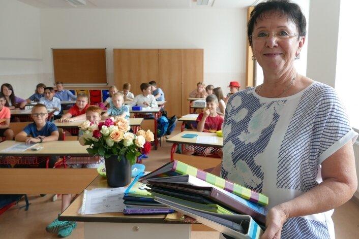 Zum letzten Mal hat Angela Hofmann Ende vergangener Woche ihren Schülern die Zeugnisse überreicht.