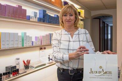 Sylke Kordes hat einen Online-Shop, über den sie Produkte an ihre Kunden bringt. Die Kosmetikerin aus Annaberg-Buchholz wünscht sich verlässliche Zusagen aus der Politik.