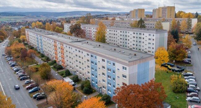 Drei Viertel des Wohnungsbestandes der Auerbacher Wohnbau GmbH befinden sich in sanierten Neubaublocks aus DDR-Zeiten. Der Leerstand ist gering, die Nachfrage gut. Im Bild das Neubaugebiet an der Eisenbahnstraße, zweiter Großvermieter in diesem Bereich ist die AWG.