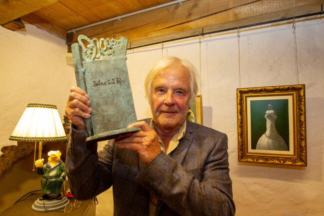 Der Berliner Maler und Zeichner Michael Sowa hat am Samstag den mit 5000 Euro verbundenen e.o.plauen-Preis der Stadt Plauen und der e.o.plauen-Gesellschaft erhalten.
