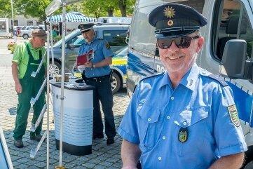 Zum Präventionsteam gehörten Polizeihauptmeister Andreas Pforte (vorn) und Polizeihauptkommissar Uwe Nerger.