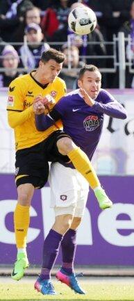 In der vergangenen Saison gab es im Derby nicht nur viele Zweikämpfe, hier Philip Heise (links) gegen Christian Tiffert, sondern vor allem zahlreiche Tore für die Gäste. Der FCE gewann 3:0 in Dresden, Dynamo 4:1 in Aue.