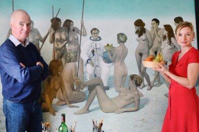 """Der Maler Erich Kissing in seinem Atelier in Leipzig mit dem Modell Kerstin Wentz vor dem Gemälde """"Weiche Landung"""". Die Marketing-Angestellte aus Leipzig, die auf diesem Gemälde mit dem Raumfahrer Sigmund Jähn abgebildet ist, stand auch vielen anderen Künstlern Modell."""