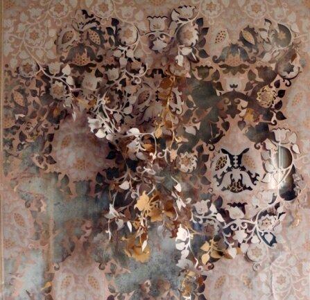 Aufgebrochene Strukturen: filigraner Scherenschnitt von Anett Lau.