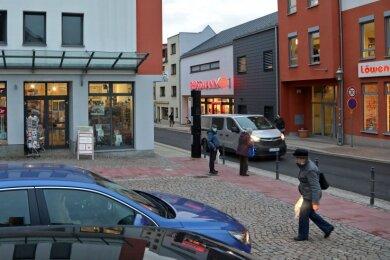 Die Innenstadt verfügt bereits über einen guten Branchenmix. Für zusätzliche Frequenz im innerstädtischen Bereich sorgen die Stadtverwaltung, das Heimatmuseum, Kunsthaus (links) und die Stadtbibliothek.