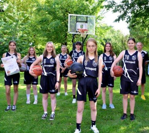 Die Mädchen des BC Vogtland gehen künftig in der Basketball-Landesliga auf Korbjagd.