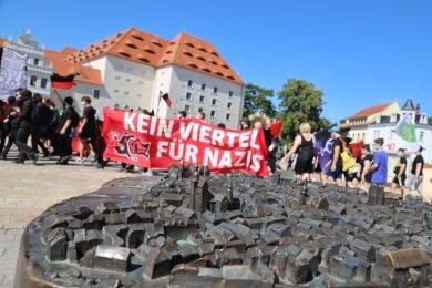 Auch am Freiberger Schlossplatz fand eine der mehrminütigen Kundgebungen des Jungen Netzwerkes statt.