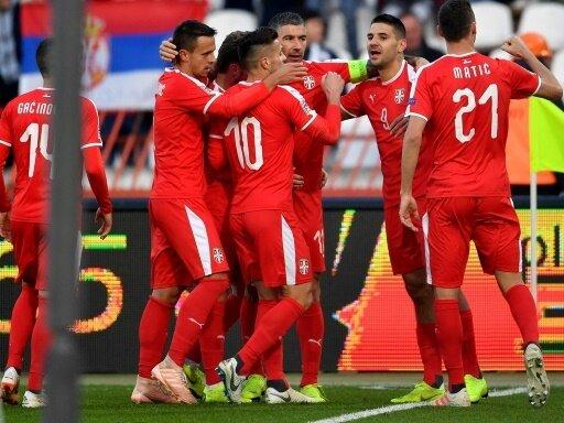 Serbien gewinnt 2:1 gegen Montenegro