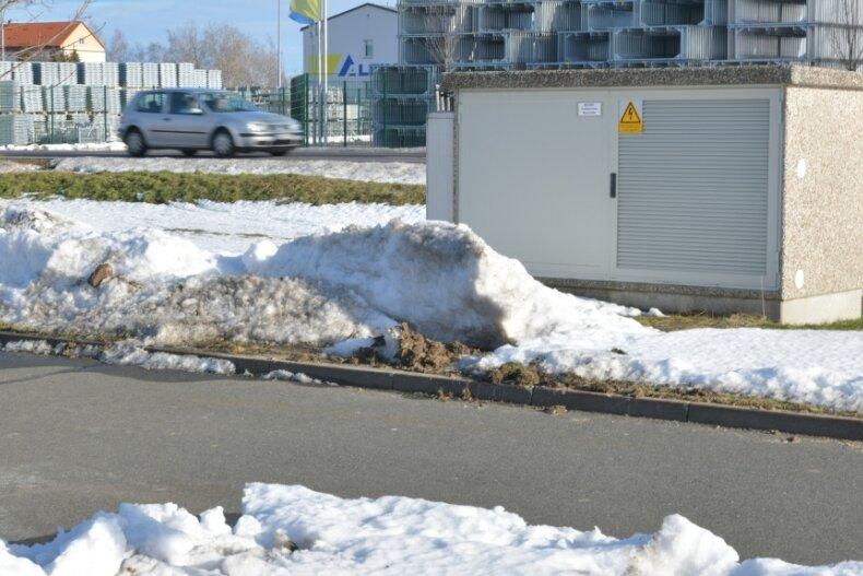 In Großschirma soll ein Entwässerungskanal von der Firma Alfix durch die Straße über den Parkplatz in den angrenzenden Wald geführt werden. Er dient auch dem Hochwasserschutz in Seifersdorf.