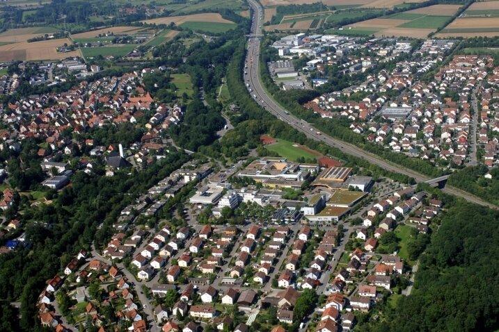 """<p class=""""artikelinhalt"""">Freiberg am Neckar aus der Luft. Die Stadt an der A 81 wurde 1972 durch den Zusammenschluss der Gemeinden Beihingen, Geisingen und Heutingsheim gegründet und hat rund 15.500 Einwohner. </p>"""