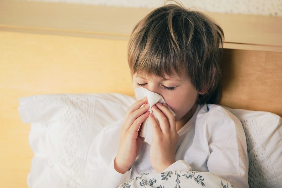 Bei Kindern verlaufen grippale Infekte zumeist harmloser als bei Erwachsenen. Und auch bei einer Infektion mit Covid-19 bleiben sie in vielen Fällen symptomfrei.
