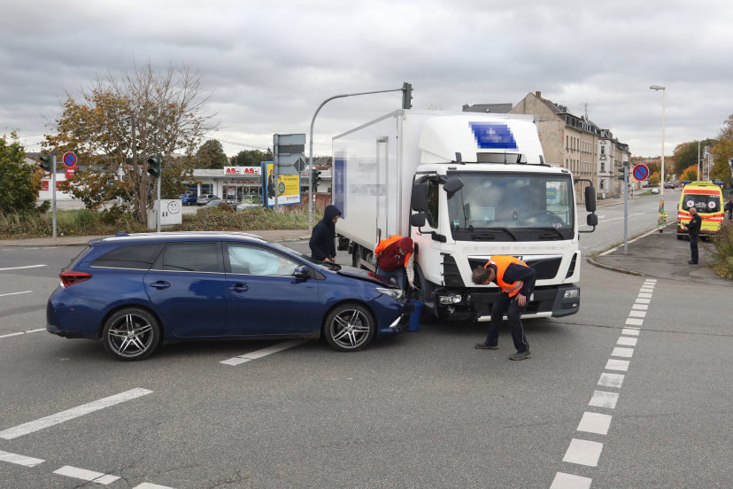 Die Polizei inspiziert den Unfallort.