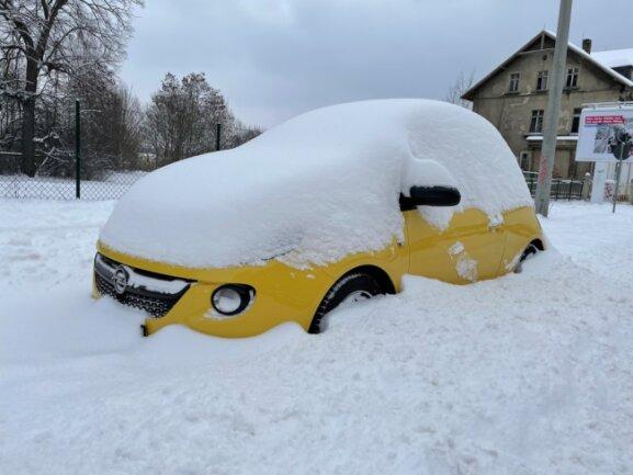Reichlich Schnee fiel bis zum Montavormittag in Zwickau.
