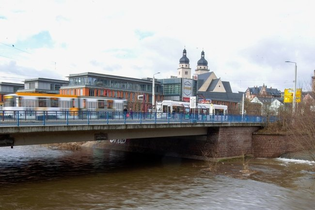 Die Neue Elsterbrücke muss erneuert werden.