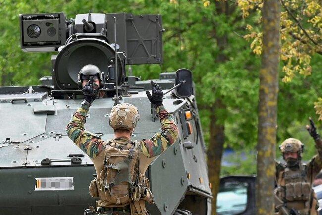 Militär durchsucht den Nationalpark Hoge Kempen.