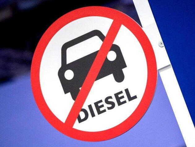 Das Umweltministerium will technische Nachrüstungen älterer Diesel auch Pendlern ermöglichen, die weiter entfernt von belasteten Städten wohnen.