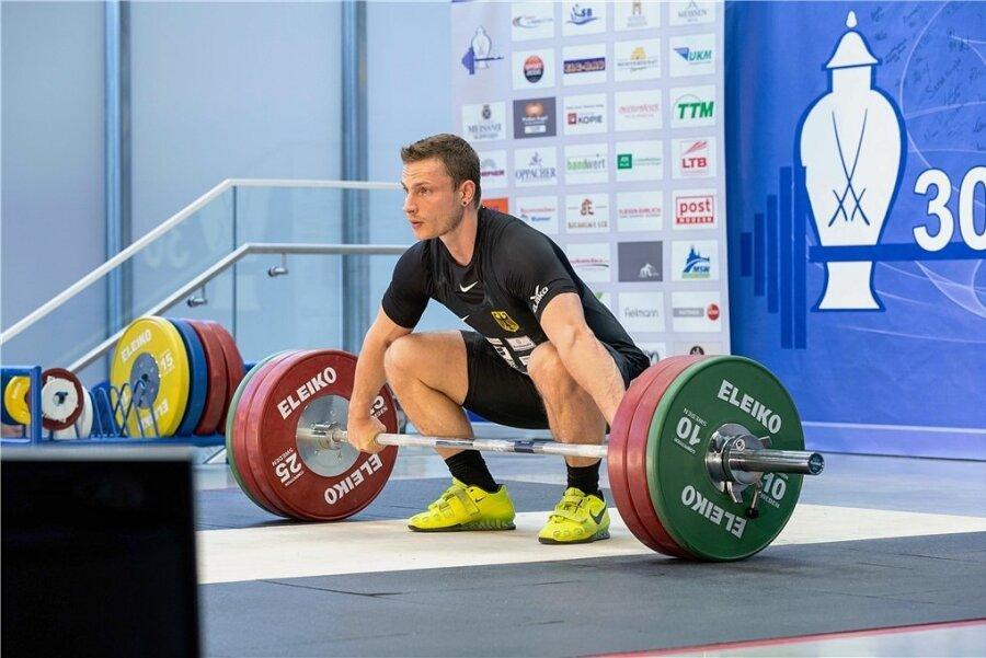 Max Lang, der sich in Chemnitz bis 2013 zu einem Auswahlheber entwickelte, gewann als bislang einziger Athlet in der Geschichte des Turniers dreimal die begehrte Porzellantrophäe (2012, 2013, 2017).