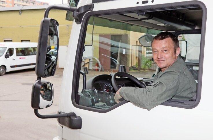 Kraftfahrer Toni Rothemann ist der Koordinator im Theater-Fuhrpark. Der 49-Jährige plant den Einsatz der Fahrzeuge und Fahrer.