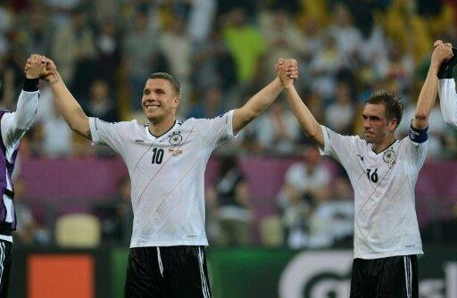 Podolski und Lahm setzen Zeichen für den Vereinssport