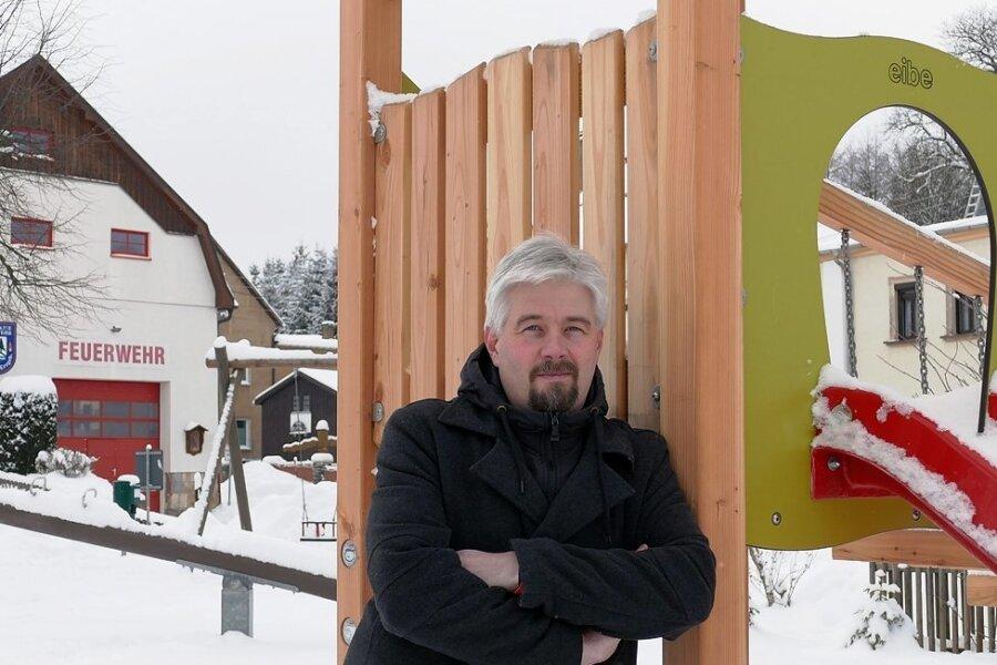 Während das Klettergerüst auf dem Spielplatz im Ortszentrum im vergangenen Jahr neu angeschafft wurde, hatBörnichens Bürgermeister Frank Lohr für das neue Jahr unter anderem die Sanierung des örtlichen Feuerwehrdepots im Visier.