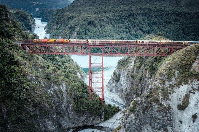 Der Tranzalpine überquert auf der Strecke zwischen Christchurch und Greymouth unter anderen den 73 Meter hohen Staircase-Viadukt.