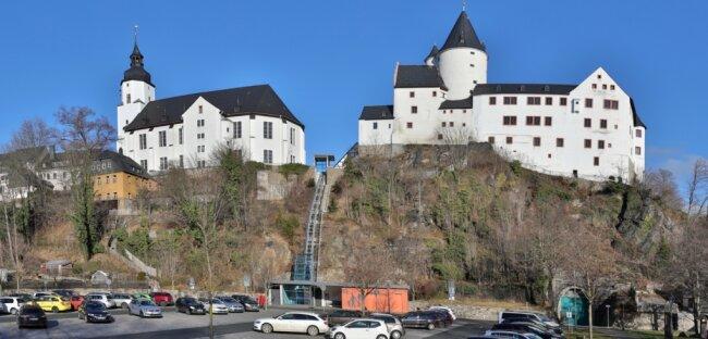Der Schrägaufzug verbindet Parkplatz und Schloss.