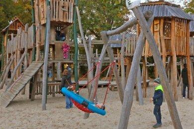 Die Stadt Zwickau, die im Ranking der Gebiete im Kreis in der Kategorie Familienpolitik ganz vorn landet, legt Wert auf viele attraktive Freizeitmöglichkeiten. Der erneuerte Spielplatz Schwanenstadt gehört dazu.