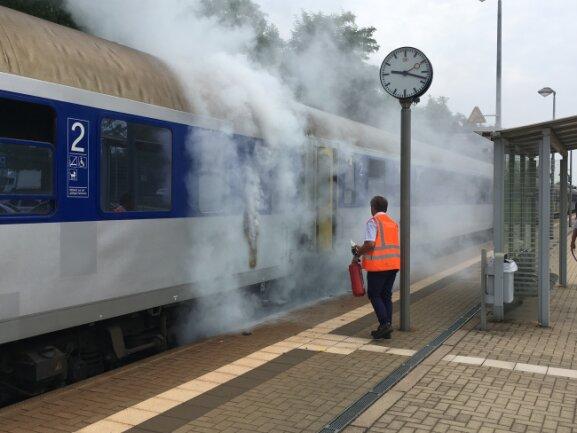 Das Zugpersonal löschte die Flammen.