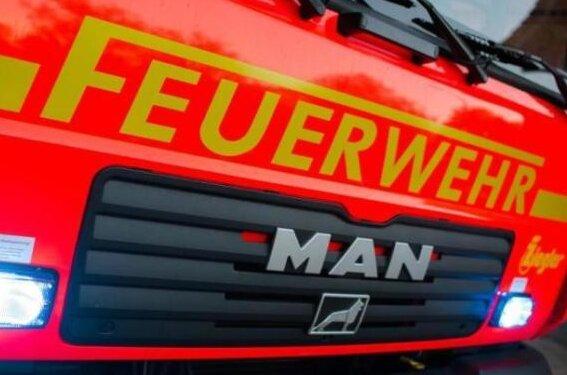 Sachschaden in bislang unbekannter Höhe ist am Donnerstagmorgen bei einem Brand im Industriegebiet Goldene Höhe nahe der A-72-Anschlussstelle Treuen entstanden.