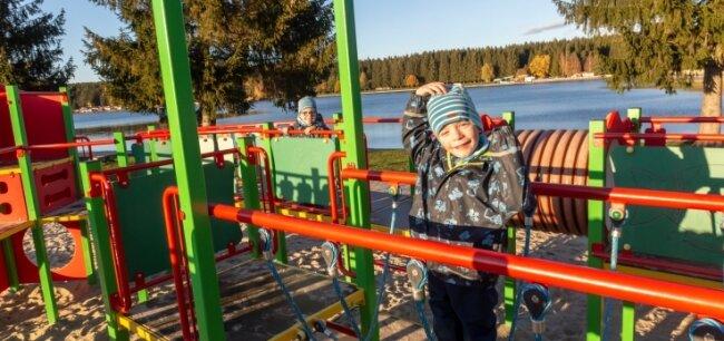 Am Greifenbachstauweiher eröffnete 2019 ein Spielplatz. Einige Monate zuvor war auch an den Greifensteinen einer eingeweiht worden.