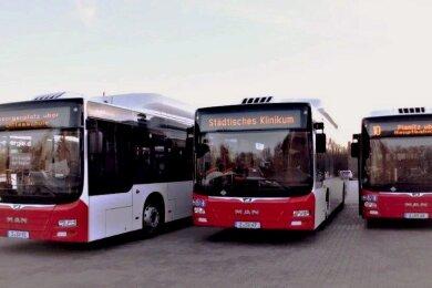 Die Städtischen Verkehrsbetriebe Zwickau (SVZ) ersetzendrei ältere Busse aus ihrem Fuhrpark durch drei neue erdgasbetriebene Niederflurbusse.