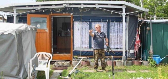 Andreas Ulbricht aus Wiesenburg freut sich, dass er wieder auf den Campingplatz an der Koberbachtalsperre darf.