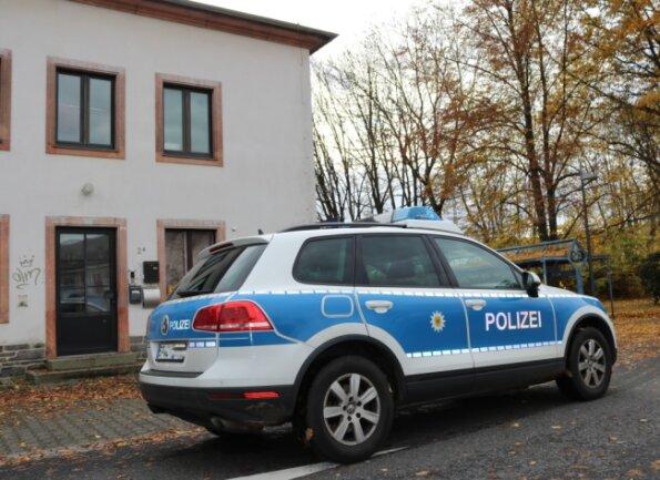Ein offenbar herrenloses Gepäckstück  hat am  Montag Mittag  auf dem Bahnhof in Flöha zu einem  Polizeieinsatz geführt