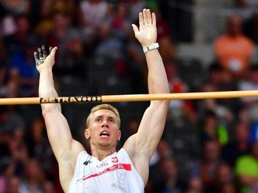 5,90 m: Piotr Lisek gewinnt in Aachen