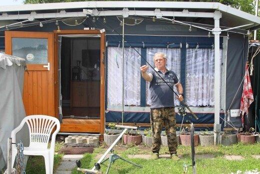 Andreas Ulbricht aus Wiesenburg freut sich, dass er wieder auf den Campingplatz an der Kober darf. Er angelt gern in der Kober.