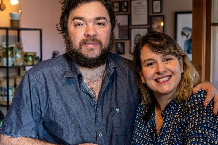 """Michele und João Hermisdorff wollen sich in der Heimat seiner Vorfahren eine neue Existenz aufbauen, aber die Umstände sind alles andere als einfach. Vor wenigen Tagen haben sie das Café """"Villa Hermes"""" am neuen Standort eröffnet."""