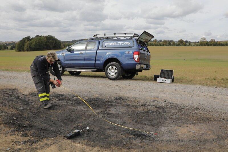 Kriminaltechniker untersuchten am Samstag den Brandort.