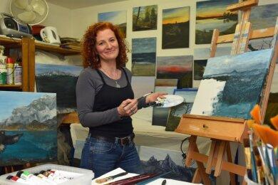 Sandra Härtel aus Niederwiesa hat die Öl- und Acrylmalerei für sich entdeckt. Im heimischen Keller richtete sie sich ein kleines Atelier ein, wo sie gerade in diesen schwierigen Tagen einen Ausgleich findet.