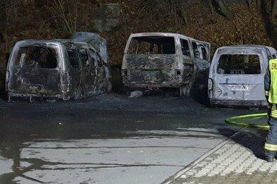 Die drei Fahrzeuge waren beim Brandanschlag im November komplett ausgebrannt.