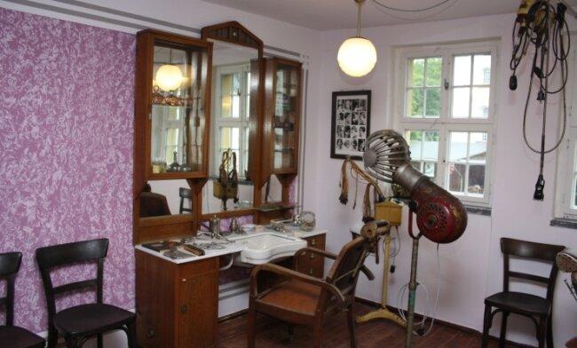 Die historische Ladeneinrichtung des Salons hat im Museum in Blankenhain ein neues Zuhause gefunden.