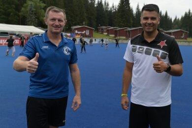 Andreas Neugebauer, Jugendleiter des SV Turbine Bergen (links), und Lubos Kornatovsky, der Nachwuchsverantwortliche des FC Slavia Karlovy Vary, haben das Camp in Grünheide auf die Beine gestellt.